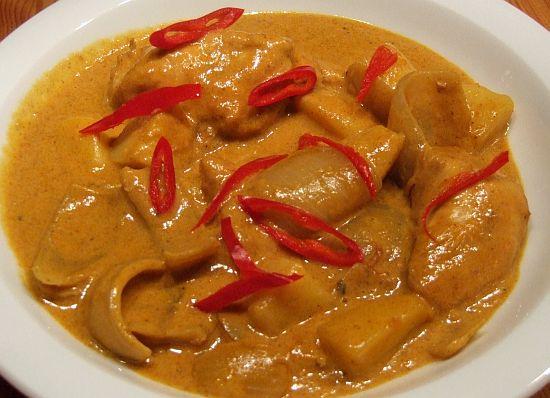 Hähnchen-Kartoffel-Kokos-Curry (Kaeng Kari)