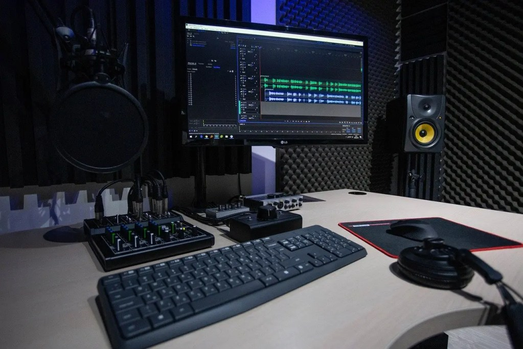 best podcast device Audio Recording Desk Setup