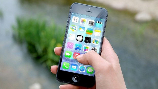 Apple iPhone IDFA tracking NOYB