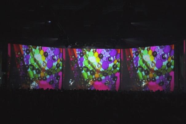 XL Video en Massive Attack v Adam Curtis