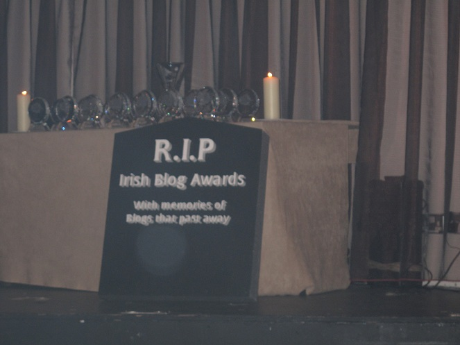 This tomb says RIP Irish Blog awards and has pictures of blogs that have finished. I.e, blogs that have passed away.