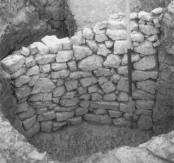 Image 02- Blocking wall of chalk lumps built to revet the loose filling of the pit into which the near pit was cut.