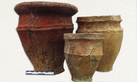 Image 03 - Cinerary Urns from the Pond Barrow.