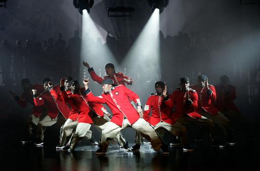 Die Street Dance Crew The Surge (FLAWLESS) will auch auf der großen Showbühne überzeugen.