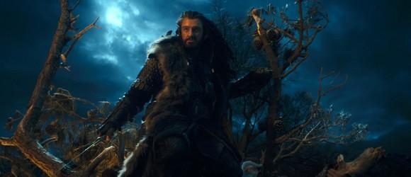 Zwergenkrieger Thorin Eichenschild bereitet sich in Der Hobbit- Eine unerwartete Reise auf die Schlacht mit Orks und Wargen vor