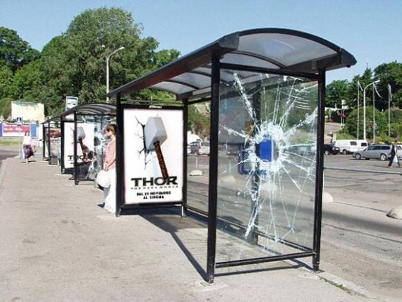 Thor- Werbung Hammer Bushaltestelle