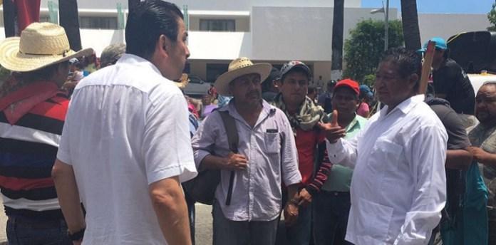 Derechos Humanos de Guerrero, rescata a policía retenido por la CETEG