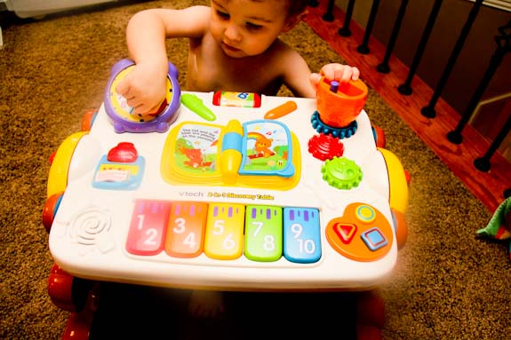 2-in-1 Discovery Table by vTech
