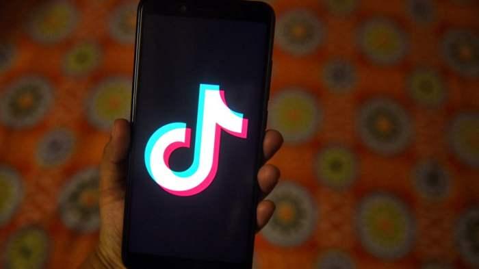 TikTok smartphone 2