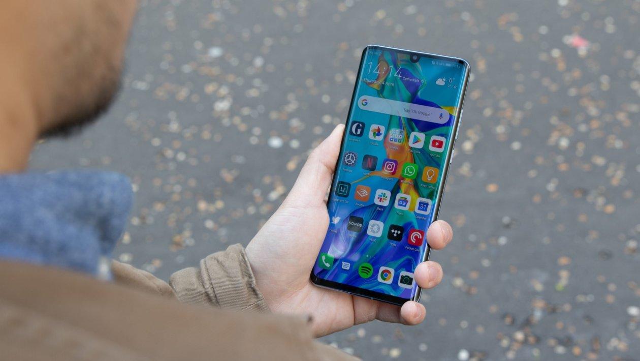 Huawei P30 Pro Wins Best Smartphone 2019 Award At MWC 2019 Shanghai Summit