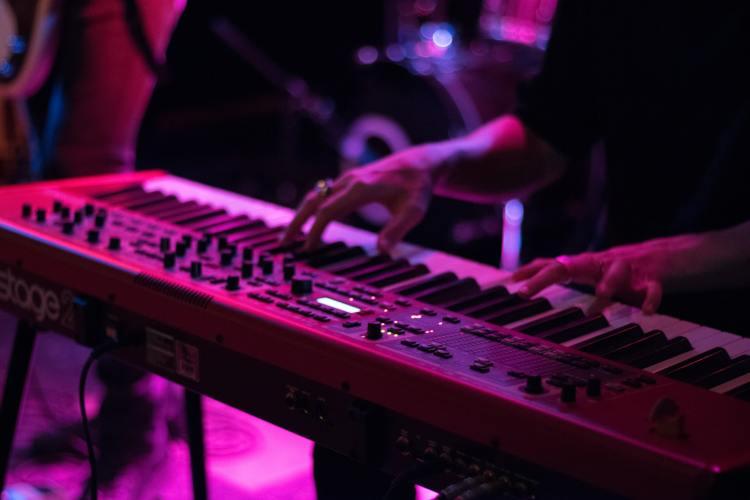 do digital pianos need electricity