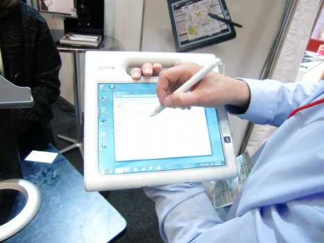 Motion C5V Clinical Assisstant in use