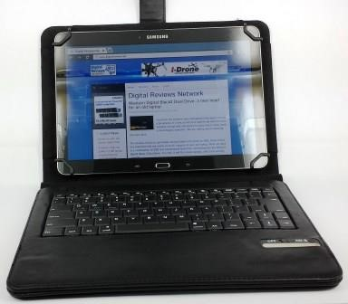 On the Case: Kit Universal Bluetooth Keyboard Case for 9-10 inch Tablets