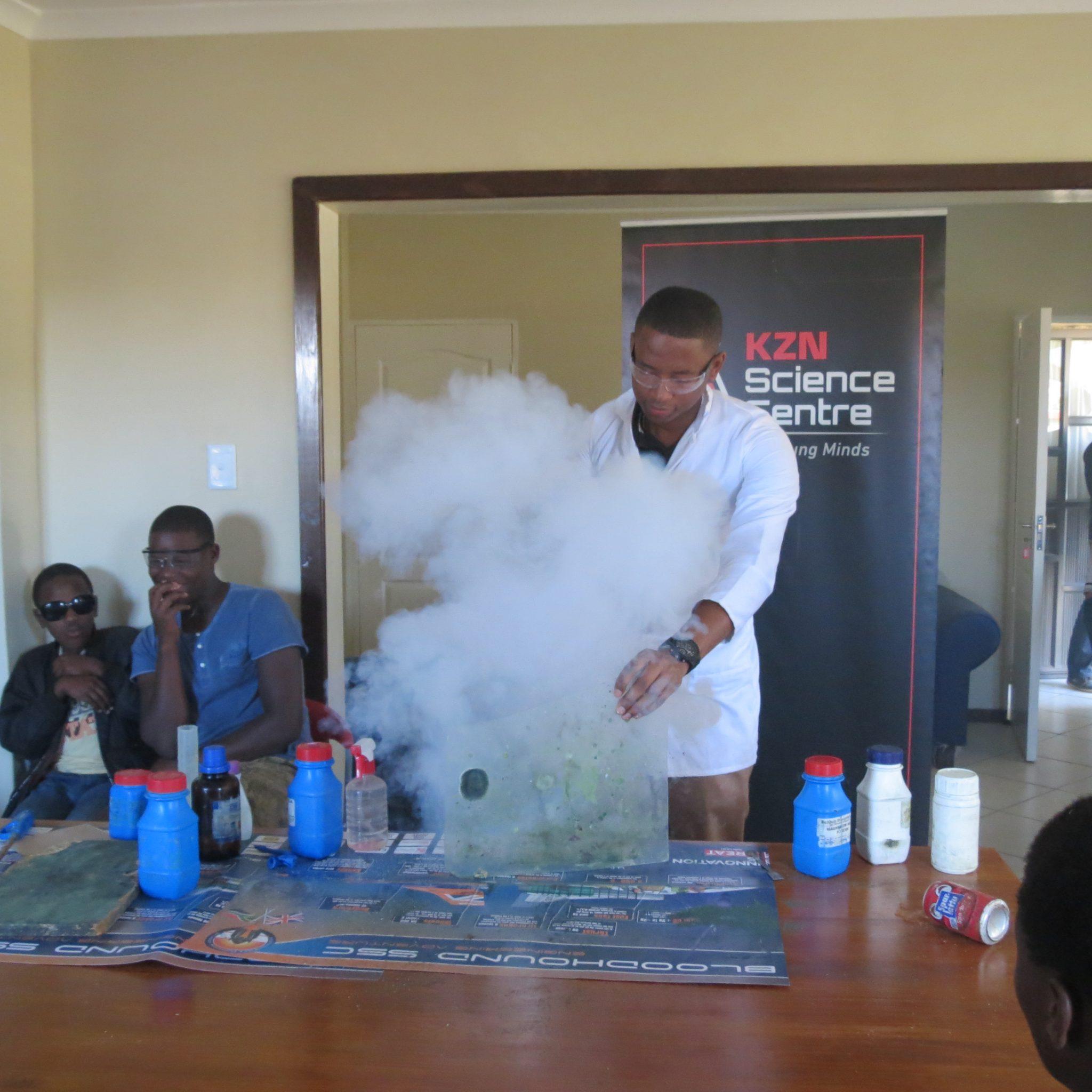 Must see Abalindi Children'S Home - Luyanda-Mlambo-a-KZN-Science-Centre-education-officer-entertaining-the-youth-at-the-Abalindi-Childrens-Home-recently  Image_163735.jpg?resize\u003d1280%2C640\u0026ssl\u003d1