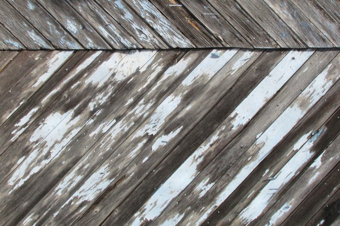 Faded-blue-wood-background-original