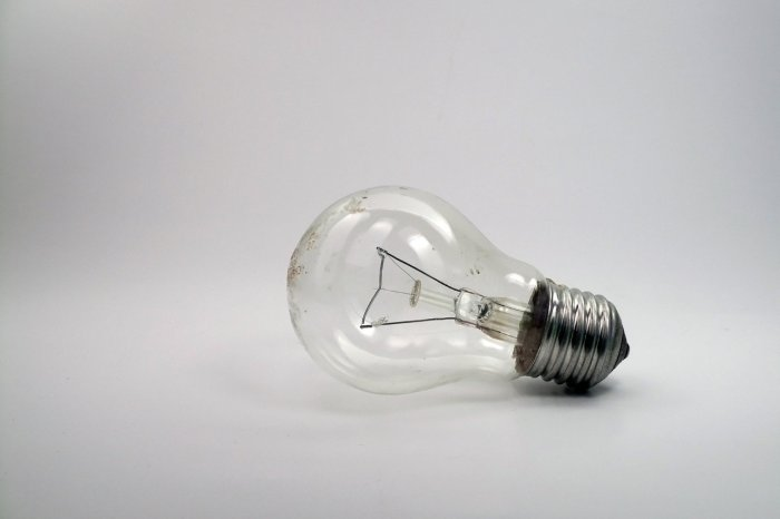 Light_bulb_by_vvolny