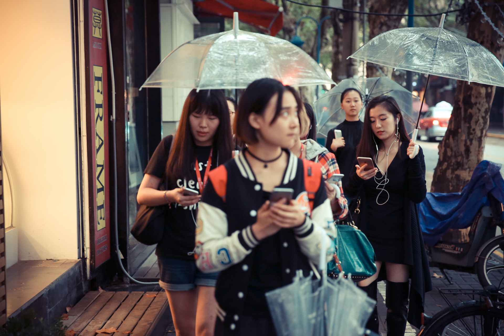 03_shwwf-raining