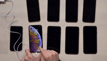 iPhone black screen: What causes it and how to fix It - Dignited