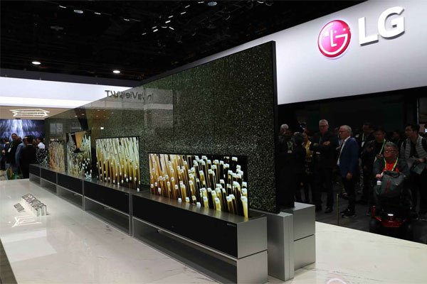 0378ed20c8d5 CES 2019: The LG Signature OLED TV R, the world's first rollable TV ...