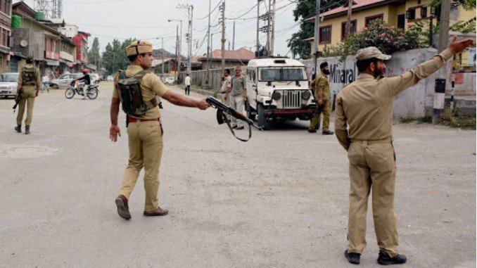 Srinagar police arrest 2 active LeT terrorists - Digpu