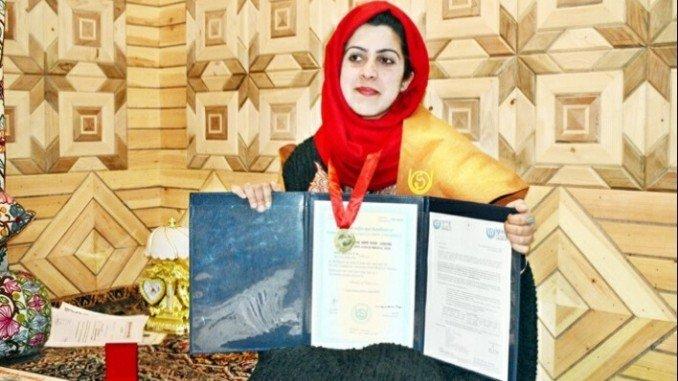 Srinagar Girl Mir Barieq Manzoor Tops Bachelor Of Commerce In IGNOU - Digpu