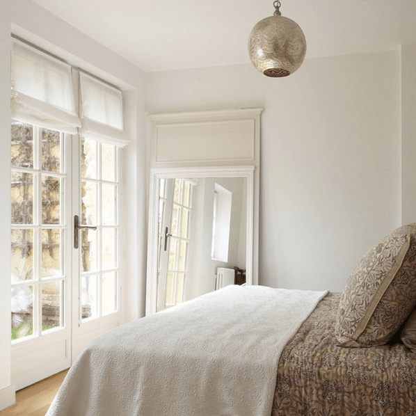 How To Decorate Your Bedroom With Mirrors - 8 Tricks And ... on Mirrors Next To Bed  id=75175