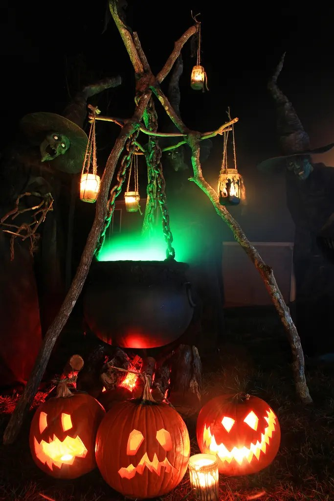 125 Cool Outdoor Halloween Decorating Ideas - DigsDigs on Cool Backyard Decorations id=87743