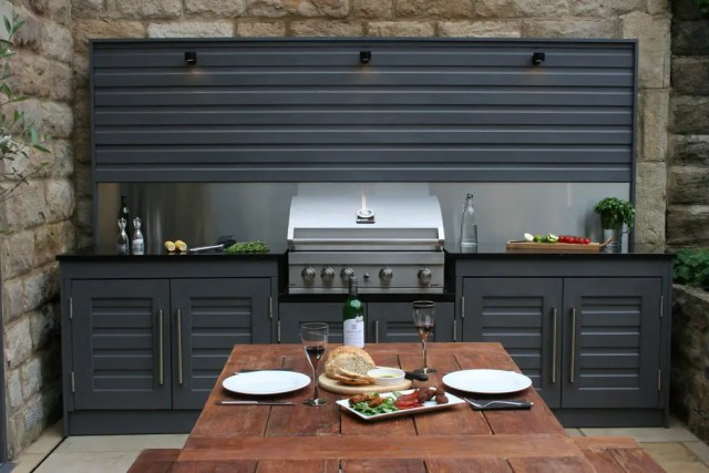 Even an urban courtyard could become a great place for an outdoor cooking.