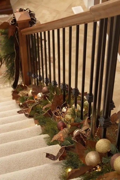 37 Beautiful Christmas Staircase Dcor Ideas To Try DigsDigs
