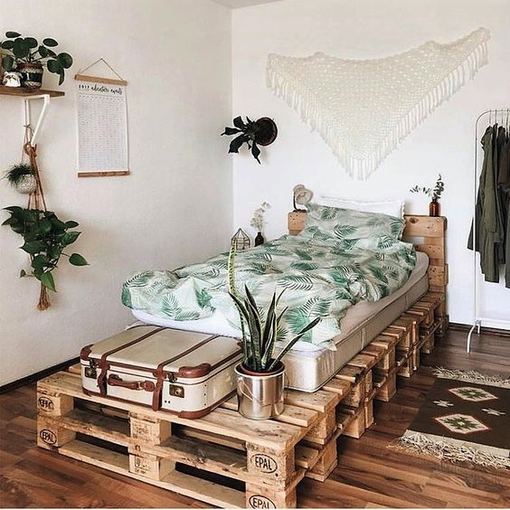 25 Pallet Beds And Daybeds For Indoors And Outdoors - DigsDigs on Pallet Bed Room Ideas  id=36523