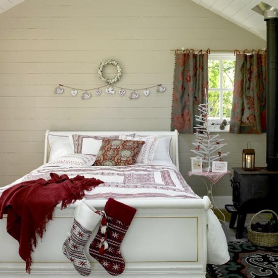 32 Adorable Christmas Bedroom Dcor Ideas DigsDigs