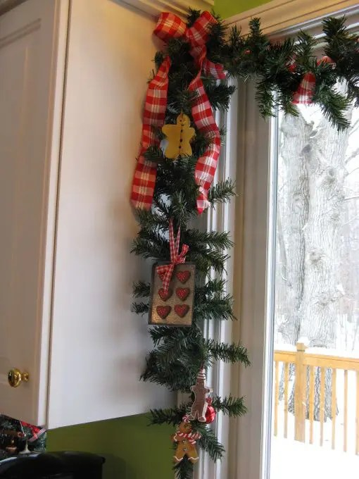 38 Amazing Christmas Garlands For Home Dcor DigsDigs