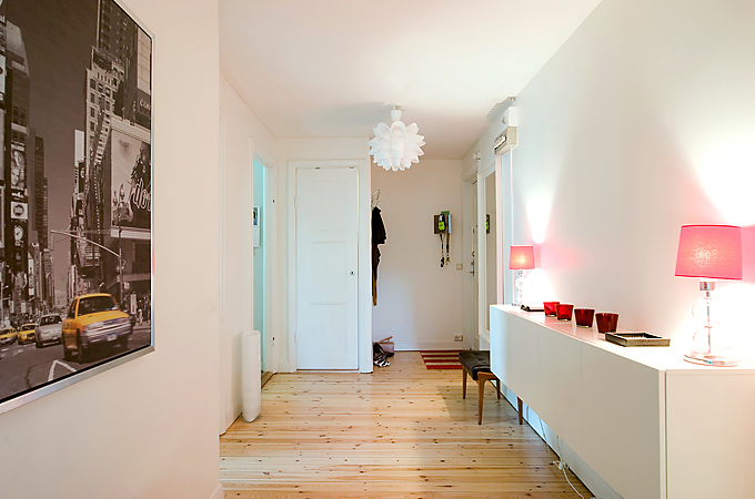 Apartment With Light Wood Floors Amp Painted White Walls