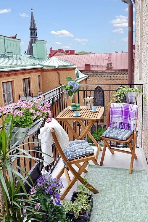 24 Awesome Spring Balcony Dcor Ideas DigsDigs