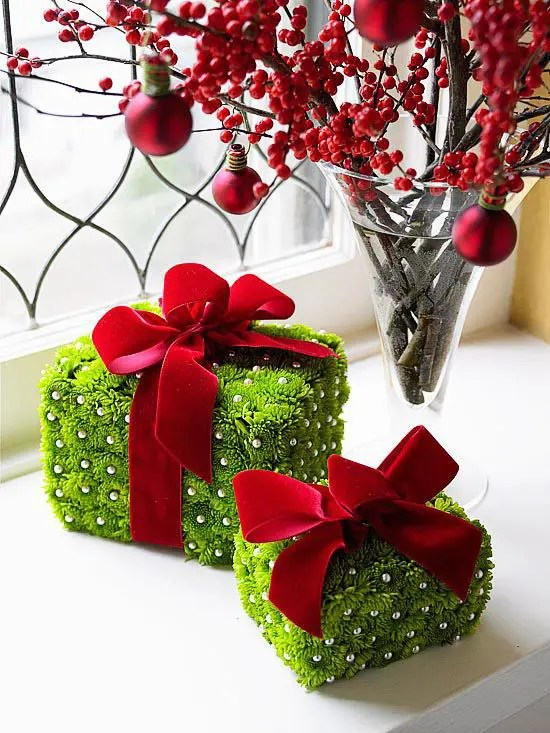 A beautiful mess do you decorate your door throughout the year? 35 Christmas Décor Ideas In Traditional Red And Green
