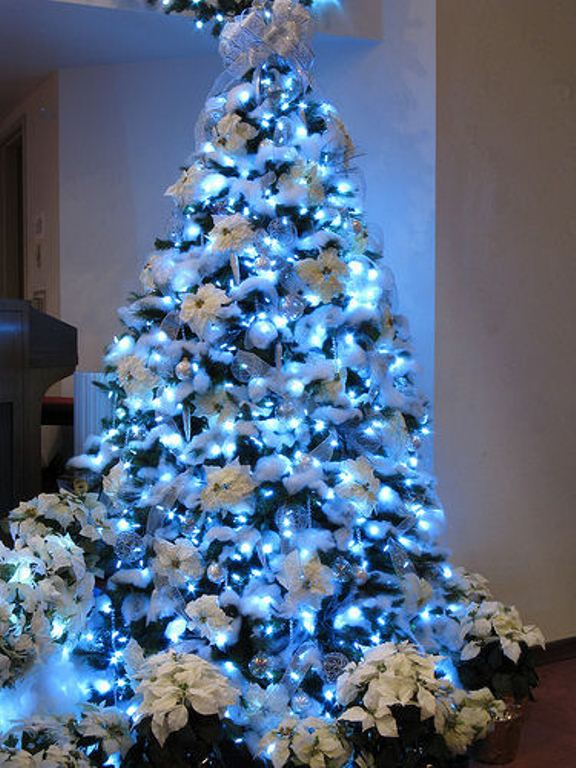 30 Traditional And Unusual Christmas Tree Decor Ideas Digsdigs