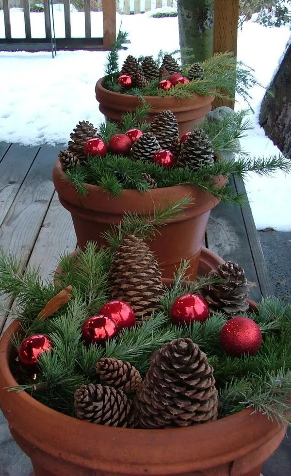 40 Comfy Rustic Outdoor Christmas Décor Ideas | DigsDigs on Backyard Decorating Ideas  id=92021