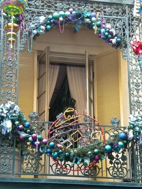 17 Cool Christmas Balcony D 233 Cor Ideas Digsdigs