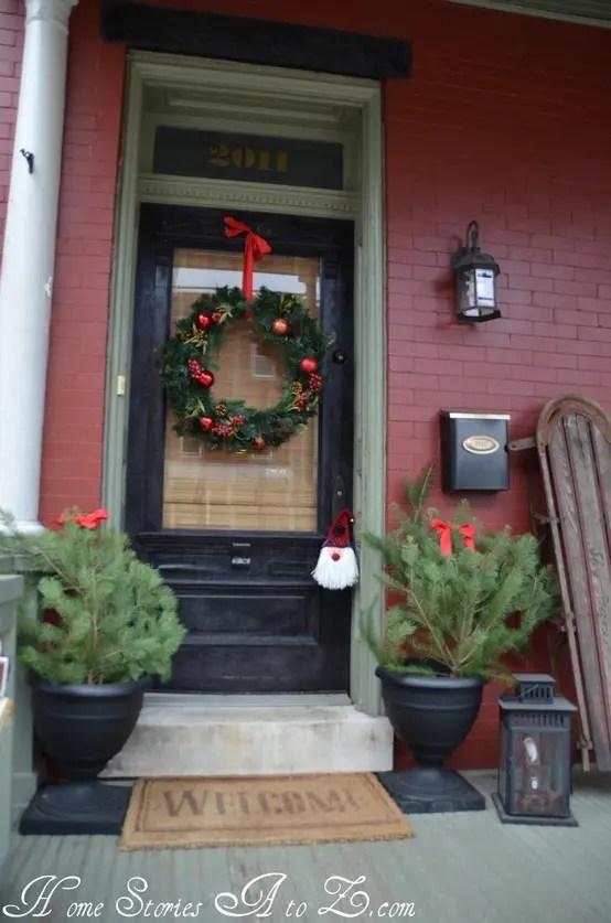 38 Cool Christmas Porch Dcor Ideas DigsDigs