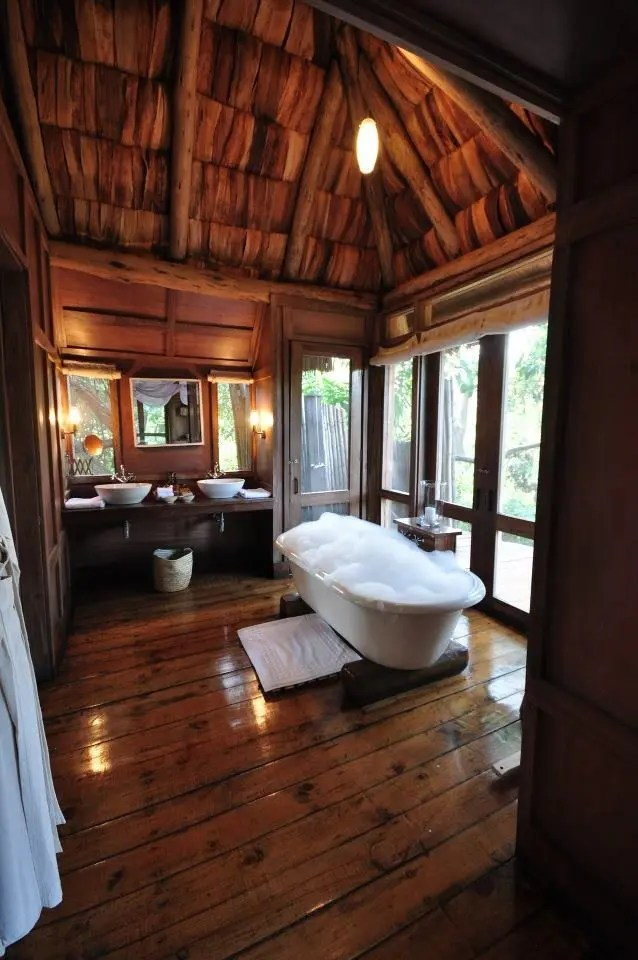 39 cool rustic bathroom designs digsdigs on rustic bathroom designs photos id=81089
