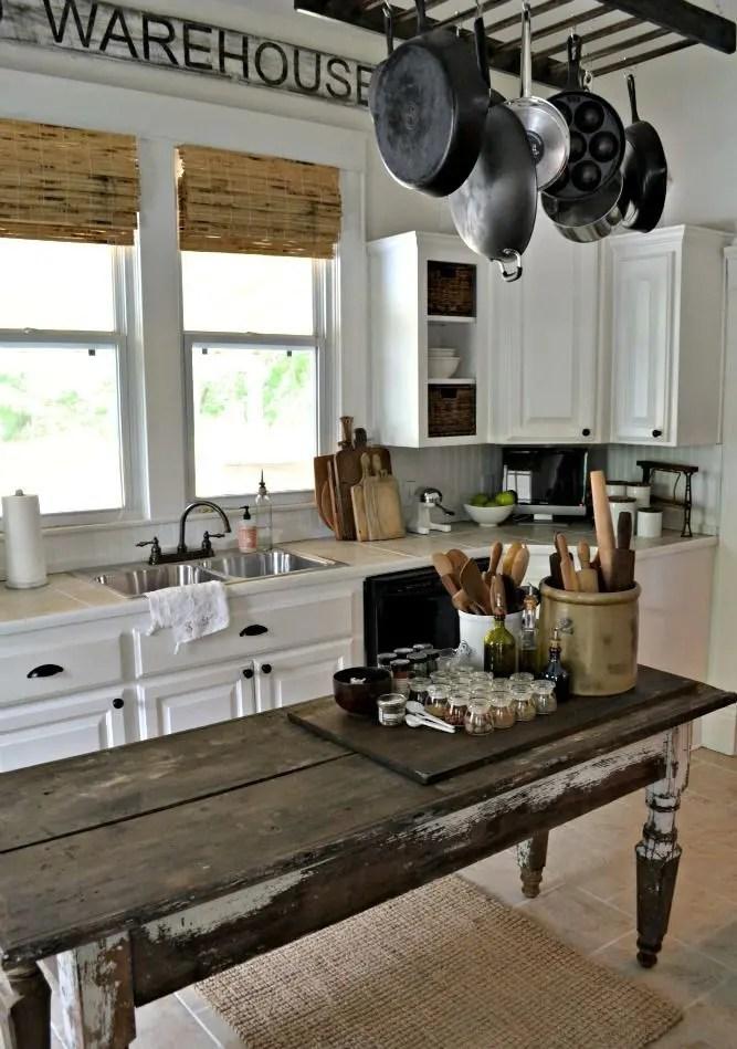 31 Cozy And Chic Farmhouse Kitchen Décor Ideas | DigsDigs on Farmhouse Kitchen Ideas  id=28134