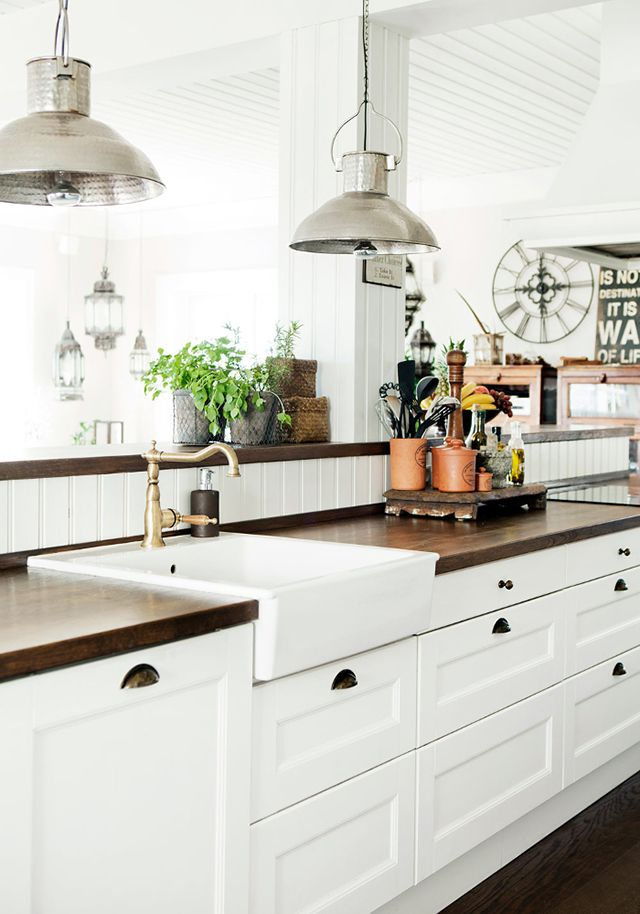 31 Cozy And Chic Farmhouse Kitchen Décor Ideas | DigsDigs on Farmhouse Kitchen Ideas  id=33505