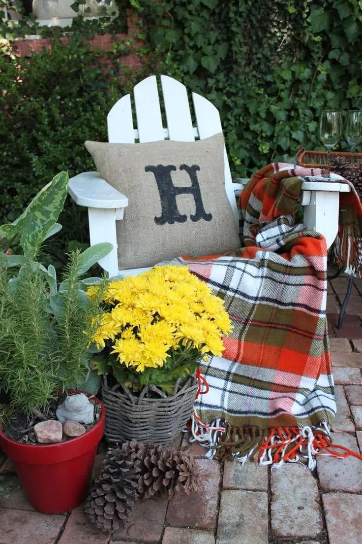 40 Cozy Fall Patio Decorating Ideas | DigsDigs on Backyard Deck Decor  id=83728