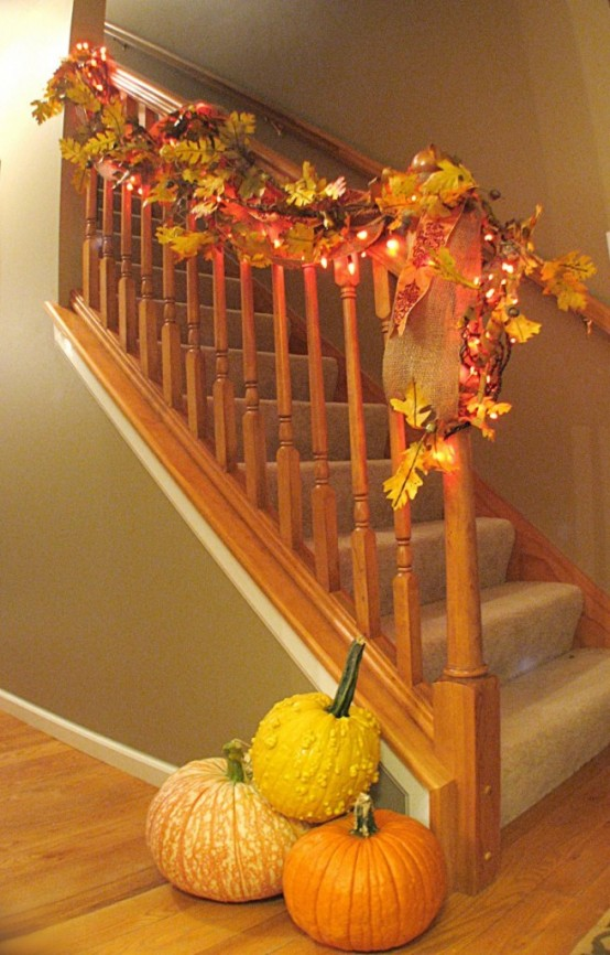 35 Cozy Fall Staircase D    cor Ideas   DigsDigs String lights looks as great on fall garlands as on they looks on spruce  garlands during