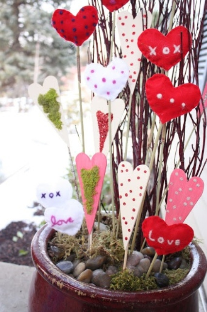 25 Creative Outdoor Valentine Dcor Ideas DigsDigs