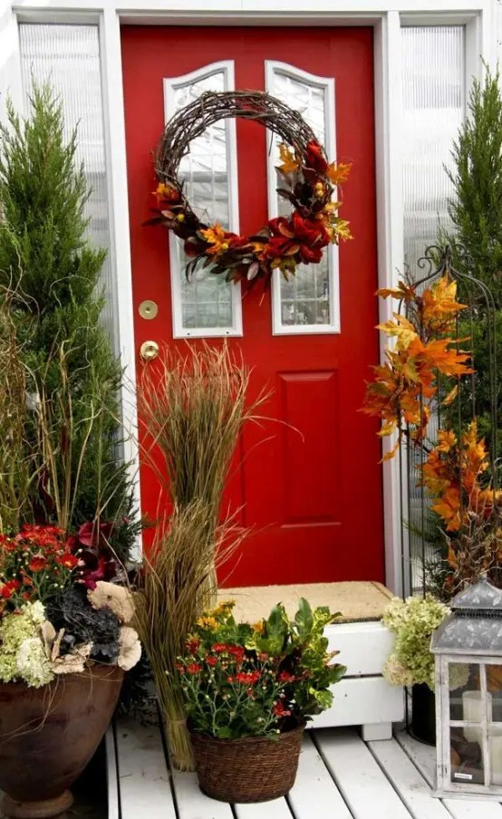 67 Cute And Inviting Fall Front Door Dcor Ideas DigsDigs