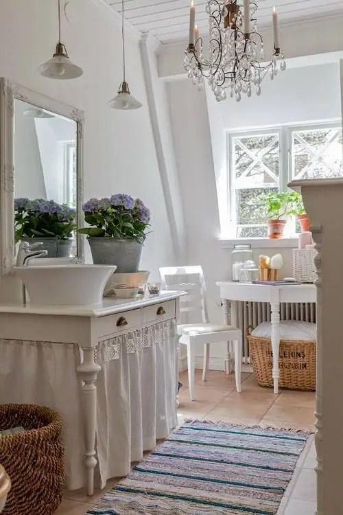28 Lovely And Inspiring Shabby Chic Bathroom Dcor Ideas