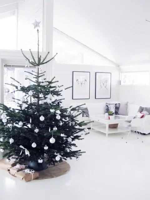 22 Minimalist And Modern Christmas Tree Dcor Ideas DigsDigs