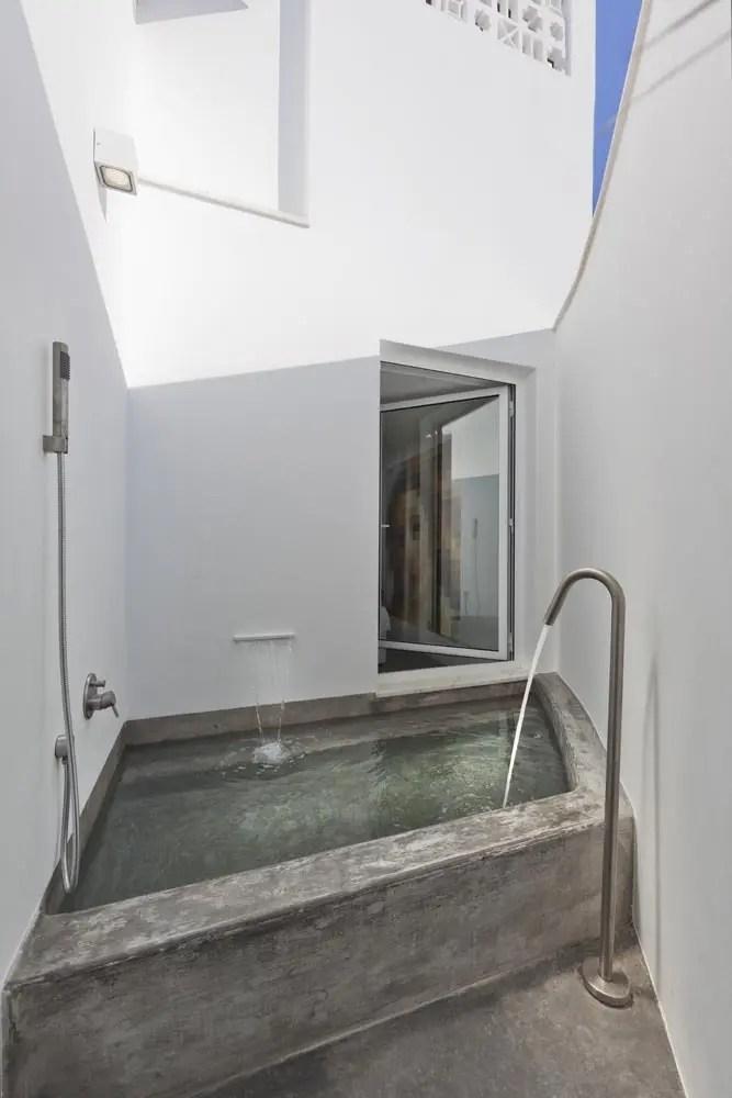 45 Outdoor Bathroom Designs That You Gonna Love | DigsDigs on Backyard Bathroom Ideas  id=99990
