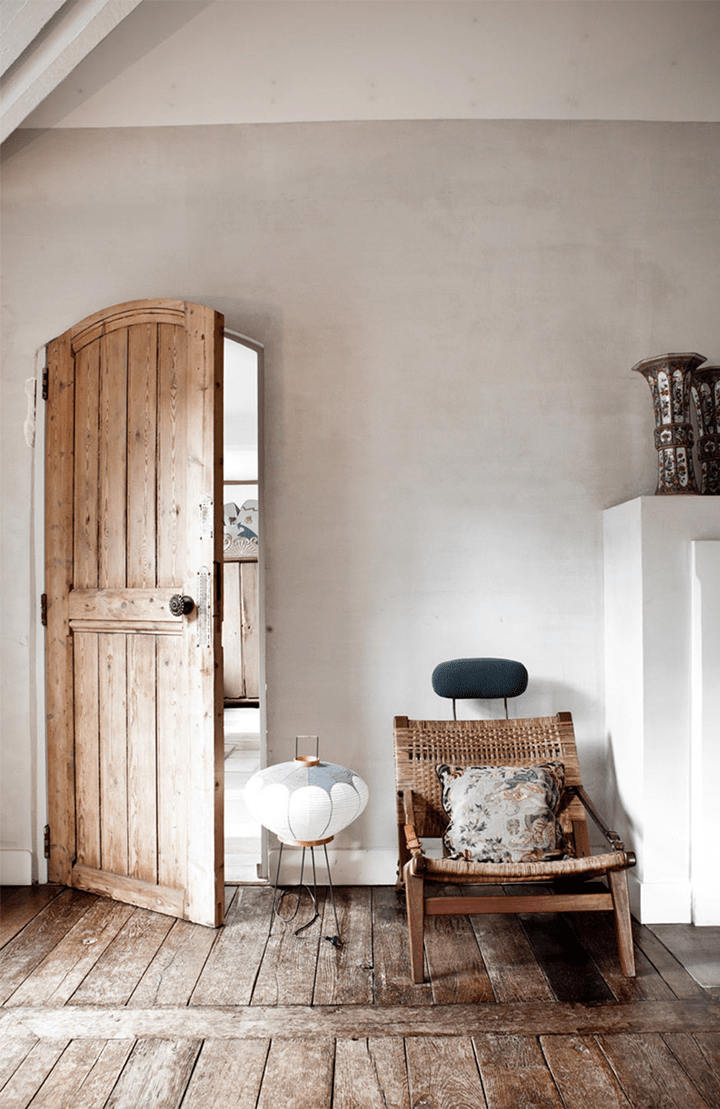 Rustic And Shabby Chic House With Lots Of Wood In Decor ... on Rustic Traditional Decor  id=37616